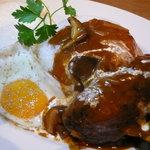 プラチナダイナー白金カフェ食堂 - 煮込みハンバーグ