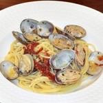 38201727 - アサリとドライトマトのスパゲティーニ