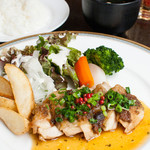 鉄板ダイニング 誉 - 鶏もも肉のごま味噌焼き和風生姜ソース(ランチメニュー):750円