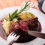 ビストロ・アヴリル - 仔羊肩ロースの塊オーブン焼き ¥1400