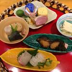 近江懐石 清元 - 土日祭日限定の籠ランチです。これに御飯、汁物、コーヒーかデザートが付きます。