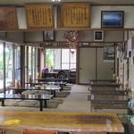 38206348 - 入口傍のテーブル席から、奥の座敷席をパチリ。