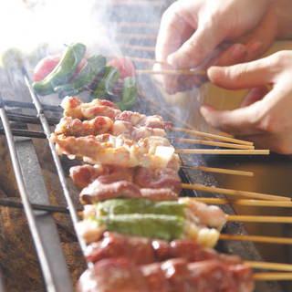 毎日愛情込めて手刺しの自慢の串焼♪ネタケースには新鮮食材!
