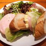 カフェ クロト - ハムとたまごのバゲットサンド ヤーコンと新玉ネギのサラダ 空豆のクリームチーズ和え 伊川谷農家さんの葉物野菜たっぷりサラダ