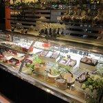 シュークリー - 店内右側のチョコ&ギフトコーナー。