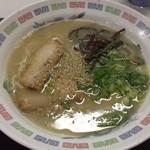 Bikkurishokudou - 豚骨ラーメン 360円