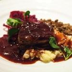 shupettsure - 牛フィレ肉のロースト マッシュポテト添え ヴェルテンベルク風 キャラメリゼした玉葱とドイツ赤ワインDAUTELのソース