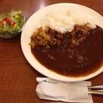 珈琲館 - ビーフカレー(サラダ付)ドリンク注文で470円