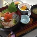 izakaya 新道亭 - ランチの海鮮丼