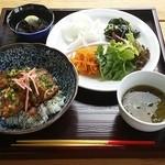 かくれみの本やしき - 料理写真:【H27.5.21】とんとろ丼定食1000円(税込)。