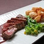 年中万菜録 月うさぎ - 和牛もも肉の炙り赤ワインソース¥1350