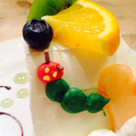 サンデーブランチ - はらぺこあおむしのフルーツタルト