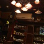 六曜館珈琲店 - クラッシック音楽が流れる店内