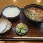 恵比須屋 - 味噌煮込み定食 880円