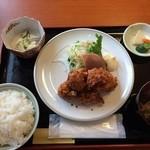 文六 - 料理写真:鶏唐揚定食 ¥800