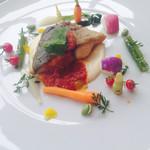 グランドオリエンタルみなとみらい - シマアジのポワレ、、この野菜たちが美味しい