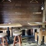 ガネーシャ - 左手のテーブル