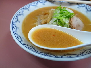 ラーメン白樺 - スープは安心していただける優しい味♪