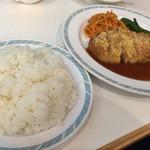 カフェ&レストラン レインボー - 日替定食(ポークソテー ミラノ風 ドミグラスソース)