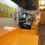 天ぷら だるま - 3時過ぎと中途半端な時間だったんでお店の席には余裕がありました。