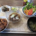 チムニー - もつ煮定食(880円)