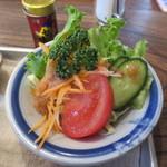 チムニー - サラダの野菜も新鮮でした。