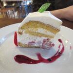 チムニー - ケーキの生地のおいしさ、クリームの適度の甘さ、イチゴの酸味が良い感じ。