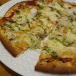 ルナ カフェ - シーフードピザ