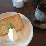 お茶とおやつ 和茶 - メープルシフォンケーキ