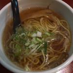 歌舞伎町麺'S倶楽部 KING - Eセット(半熟玉子めし + 餃子 + ラーメン) ¥700 のラーメン