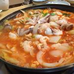 38250743 - タコ、海老、ホルモン、野菜の韓国海鮮鍋
