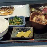 酒房 きさらぎ - はまち造り、塩サバ、肉豆腐、水菜おひたし、ご飯、味噌汁、漬物