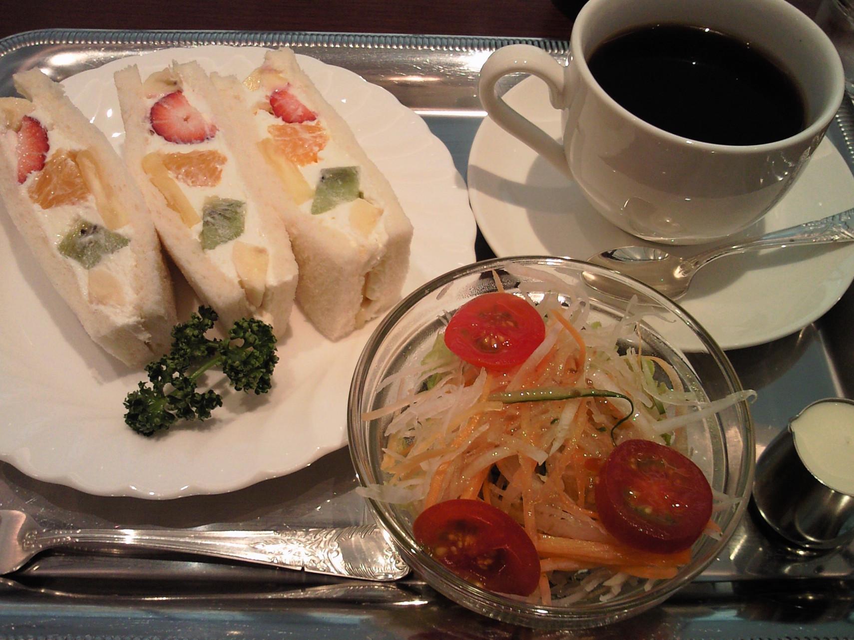 カフェ&バー ウミノ