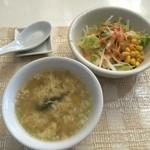 ダイニングキッチン 海里 1852 - ランチセットのサラダとスープ