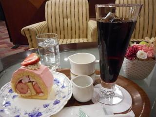ラウンジ さくら - ケーキセットでアイスコーヒーを