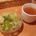 Sutekinokuishimbo - セットのスープとサラダ