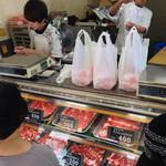 松田精肉店 - 店員さんイケメン多し!( ̄+ー ̄)