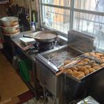 松田精肉店 - すぐ目の前でコロッケ揚げてます!