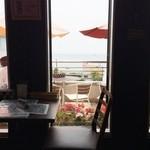 野菜料理とスープカレーのお店 南葉亭 - 海の眺望が素敵なテラス。この日は風が少し冷たく断念。