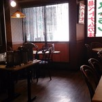 サイゴン・レストラン - 店内 左側
