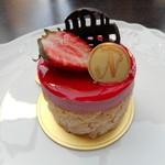 ナガハマコーヒー - 苺のシャルロット
