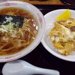 38271892 - 半肉玉丼とラーメン(756円)