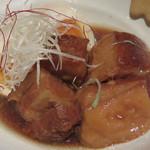 ビストロ喰米屋 - ラフテー煮玉子。 沖縄風豚の角煮です。 脂がとろけて、肉の繊維がほぐれる美味しいラフテーですよ。