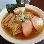 ラーメン 木曜日 - 鶏正油…黄金スープ