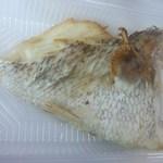 魚庄 - 料理写真:鯛のあら焼き 200円(2015.05.20)