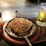 広島風お好み焼 楓 - 広島風ブタ玉750円&生ビール550円(税込み)