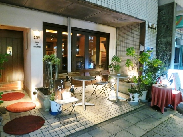 カフェ・フィユ・ドゥ・ヴァンサンヌ - 夜の外観☆