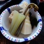 播州三木一休庵 - 小鉢(季節野菜の炊き合わせ)