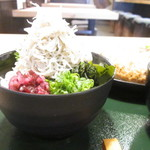 鎌倉 六弥太 - これまた、シラステンコ盛りご飯