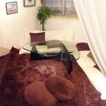 Pescheria Cara mishuku - 奥のソファ席っぽいエリア。家です、家。